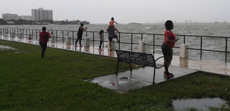 Irma apunta ahora al oeste y obliga a más evacuaciones en Florida
