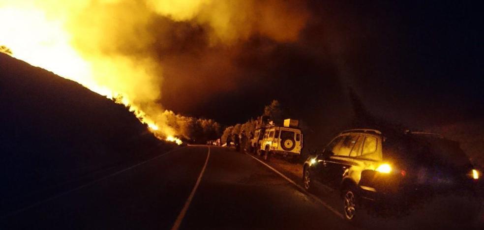 Un incendio provocado y con siete focos alarma a Santa María de Ordás
