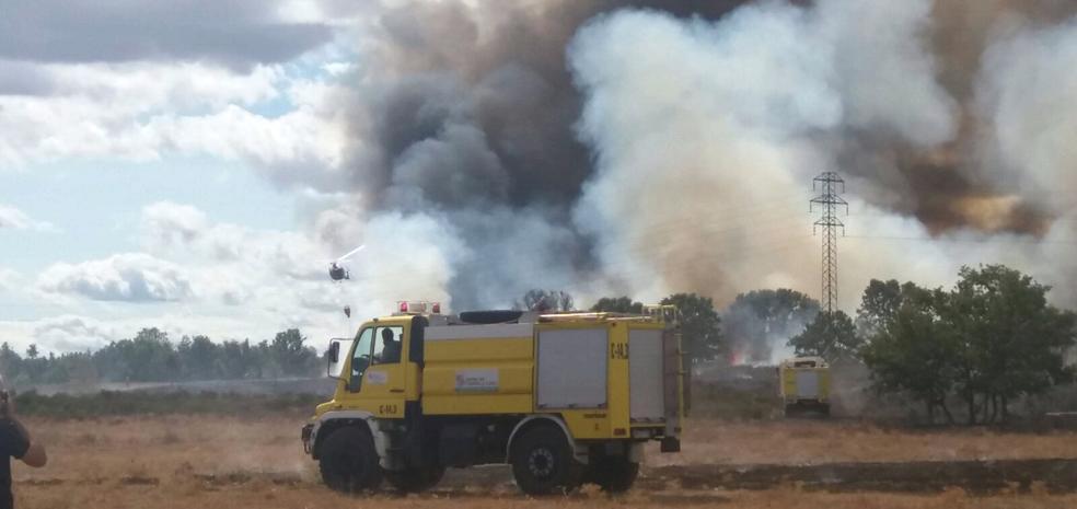 Un nuevo incendio provocado con varios focos vuelve a amenazar el alfoz de León