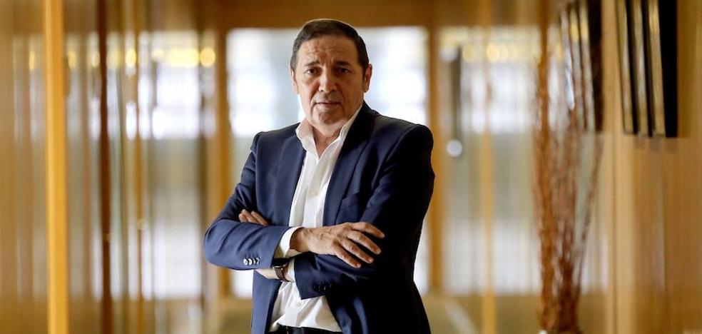 Sáez Aguado: «Estamos mejorando la asistencia sanitaria del Hospital del Bierzo que no es un lugar para encerrarse»