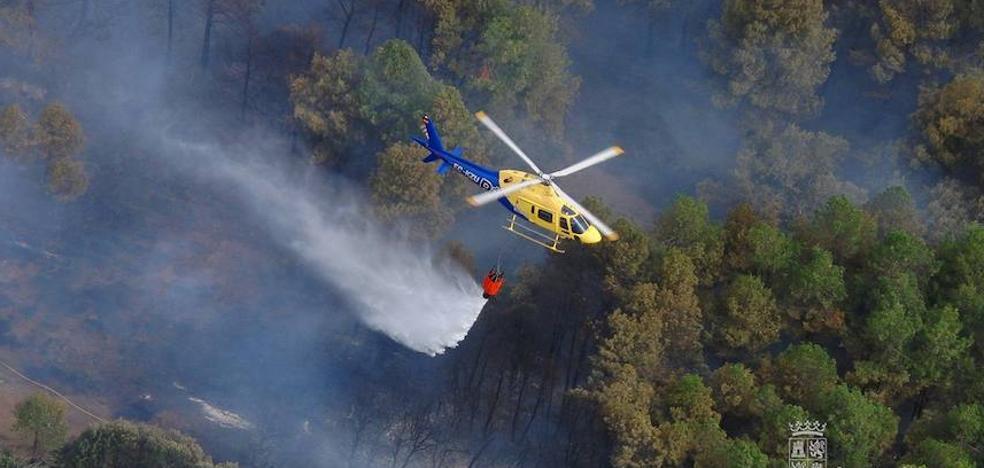 Numeros medios aéreos y terrestres trabajan en la extinción de un incendio accidental en Villalfeide