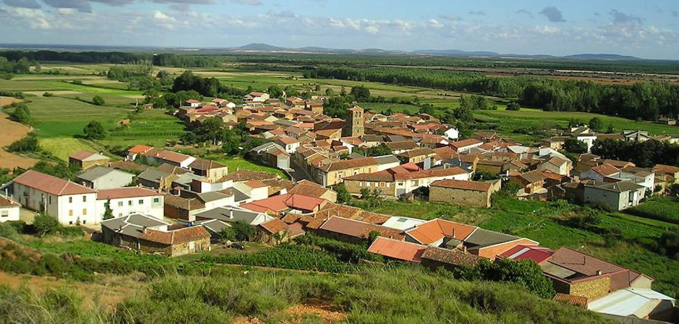 La CHD reabre una de las acequias de Castrillo de la Valduerna para asegurar el abastecimiento