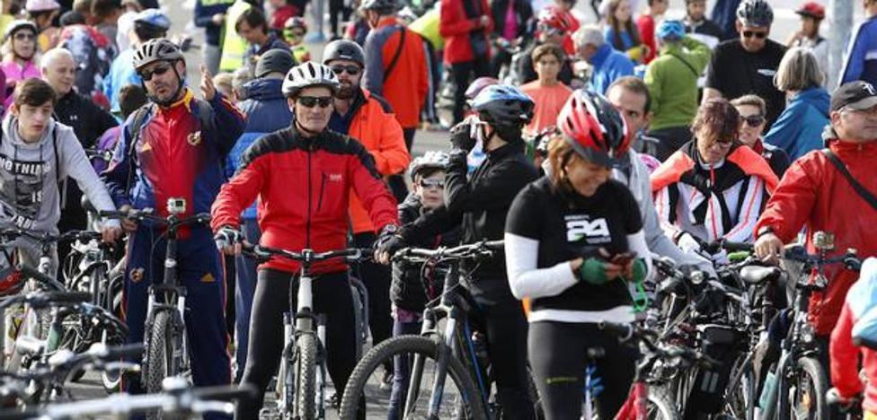 San Andrés acoge una marcha en bicicleta para reclamar un carril bici