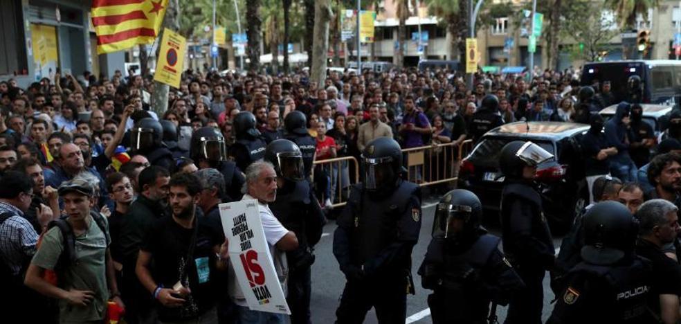 El Gobierno dice que no desconfía de los Mossos, pero refuerza a la Policía y la Guardia Civil