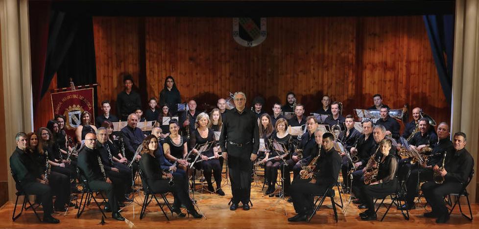 Las Bandas de música de Bilbao y Valencia de Don Juan protagonizan un concierto en el Auditorio de Leon