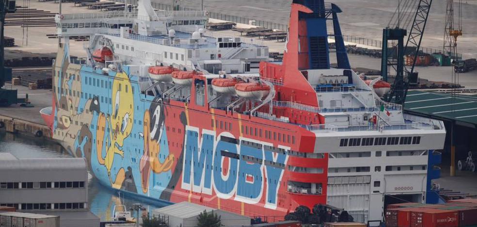 Tapan con lonas el dibujo de Piolín del barco policial en Barcelona