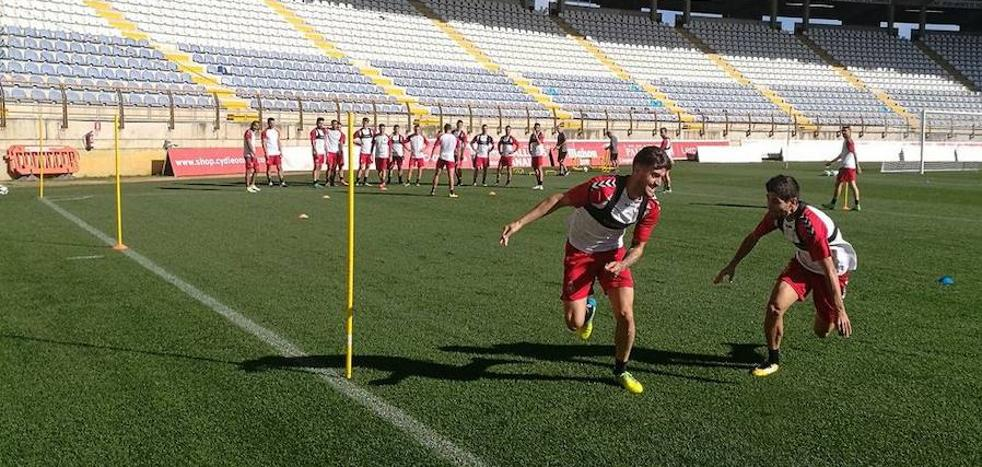Cultural y Almería buscan romper la igualdad en Segunda División