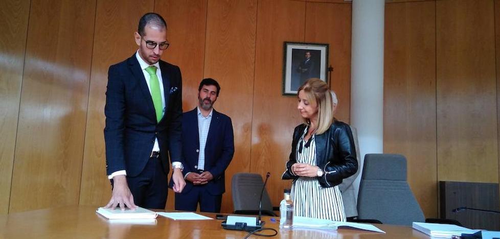 El PP vota en contra del Plan Económico Financiero y Alonso de Goya toma posesión como concejal