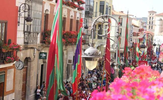264 pendones y 47 carros engalanados empaparán de cultura leonesa a la capital este domingo