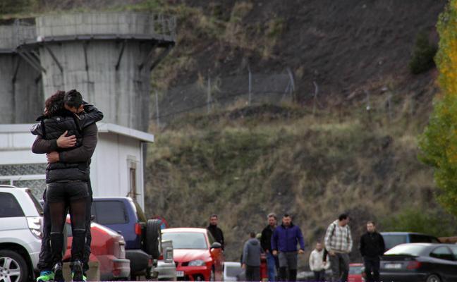 Las acusaciones piden penas individuales de hasta siete años de prisión a los 16 imputados por el accidente en el pozo Emilio