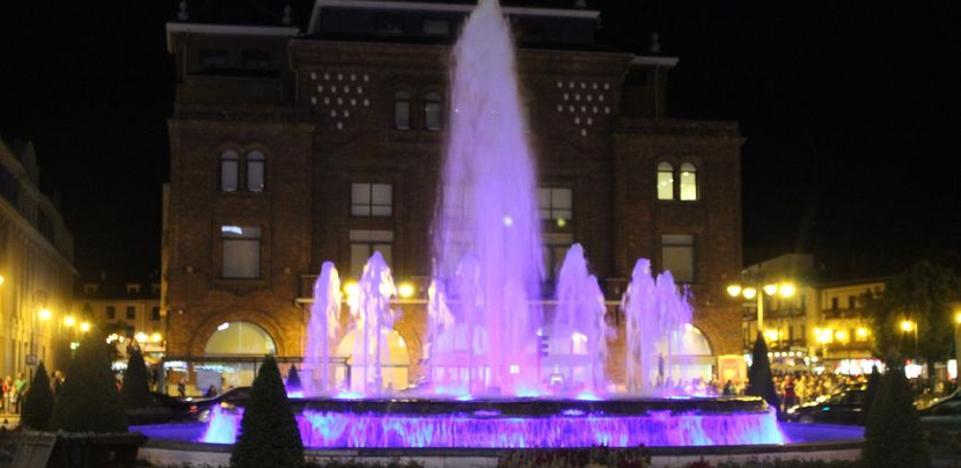 El Ayuntamiento de León se suma mañana al Día Internacional de la Niña iluminando de rosa la fuente de Santo Domingo