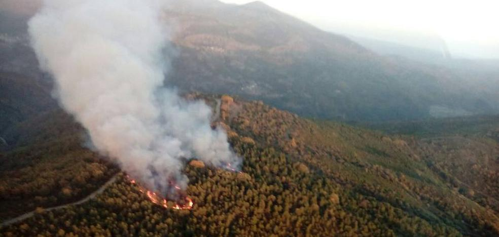 50 efectivos trabajan para extinguir dos incendios en Berlanga del Bierzo y Las Médulas