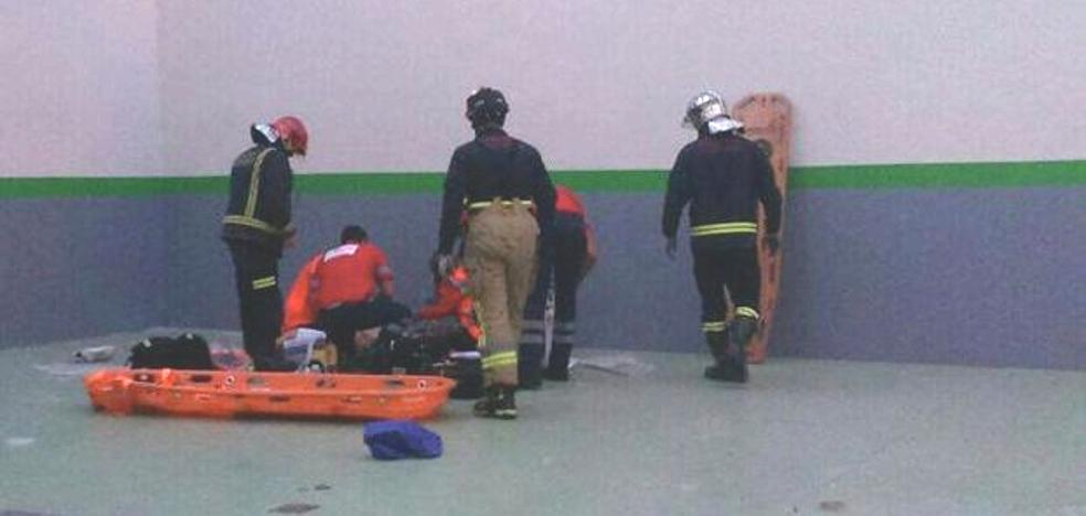 Muere el joven que se coló por un tejado en la calle Velardes