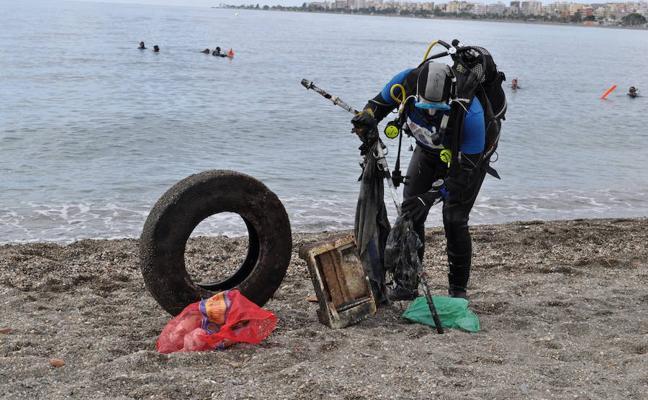 Buceadores del Club León-Sub retiraran basura del fondo del mar en Asturias