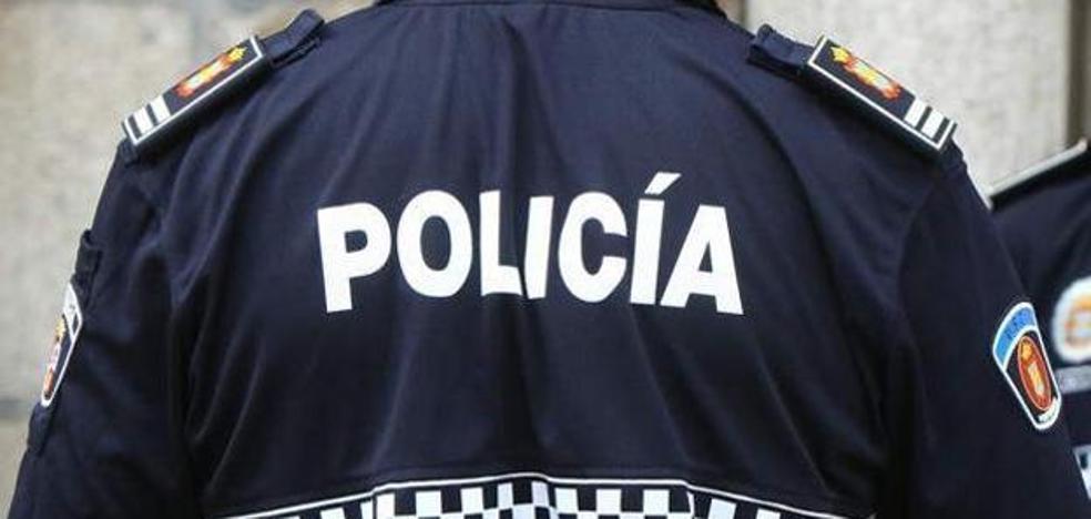 Detenido un hombre de 33 años por lanzar vasos y botellas contra varios vehículos