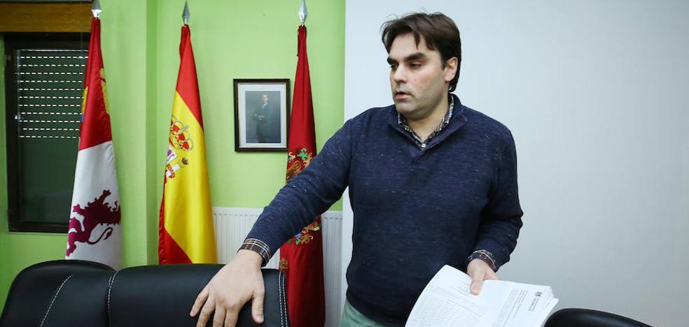 El alcalde de Cacabelos declara en la denuncia contra Adofor Canedo y Samuel Folgueral por presunta prevaricación administrativa
