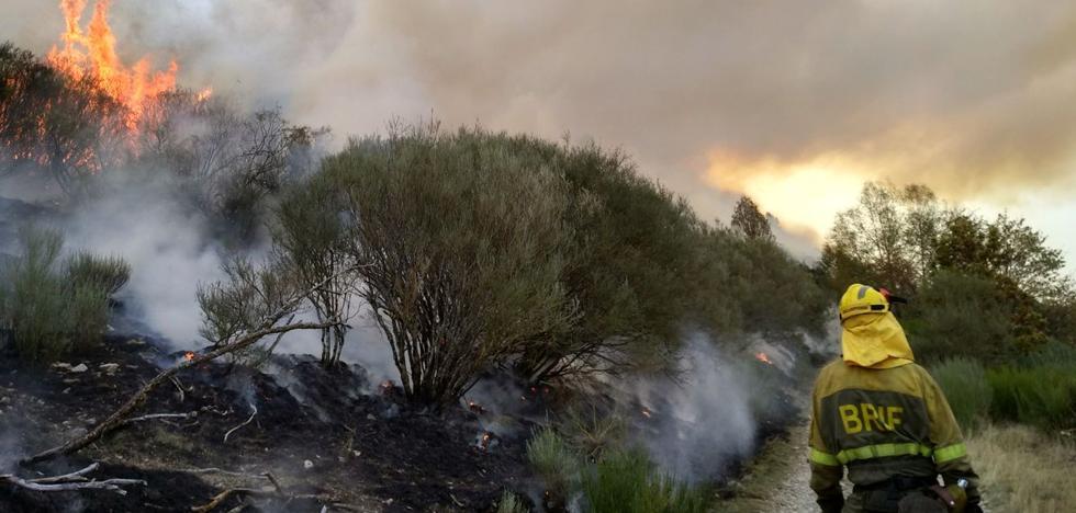 Varios incendios permanecen activos en la provincia, el más grave en Matalavilla, de nivel 1
