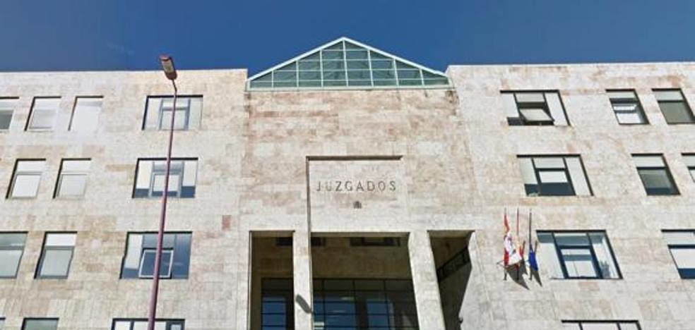 Pena de cárcel tras ser pillados infraganti robando cable de cobre en la estación de Astorga