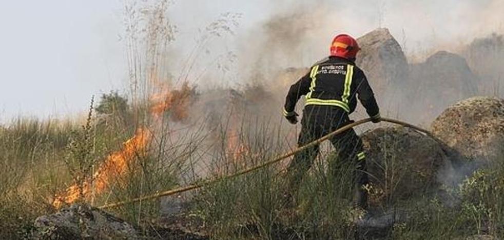 IU exige a la Diputación que la red de parques comarcales de bomberos sea totalmente pública