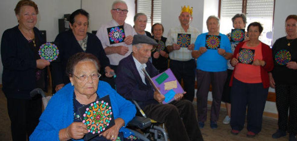 Los mayores de la Sequeda, la Vega y la Valduerna se reúnen en la escuela para seguir aprendiendo