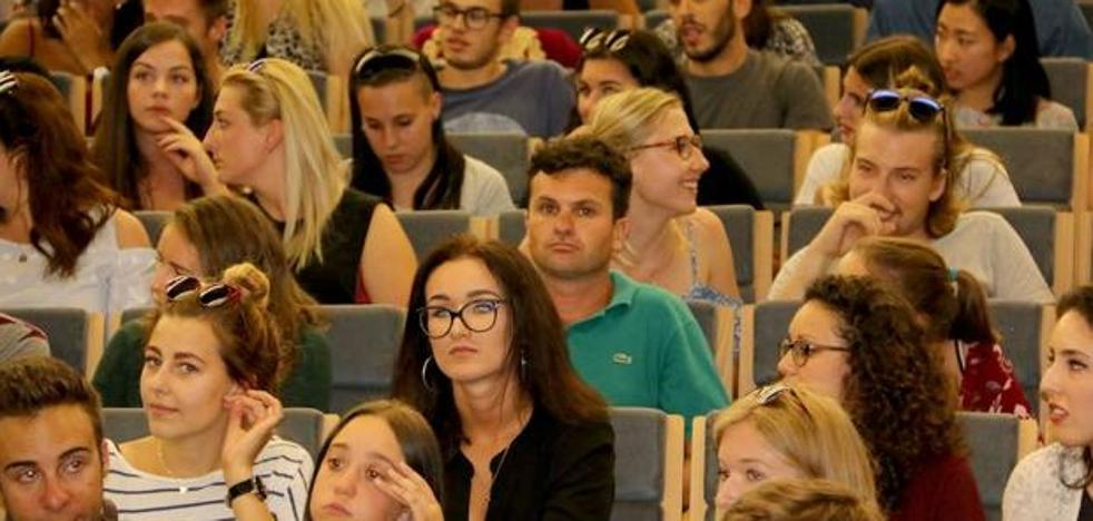 Educación convoca las becas para alumnos universitarios por valor de dos millones de euros