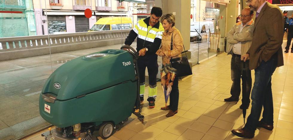 El Ayuntamiento de León destina 10.136 euros a la compra de una máquina friegasuelos