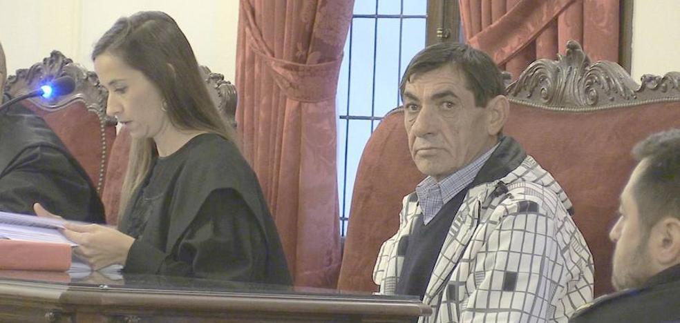La madre de la víctima y hermana del asesino: «Cada vez que discutía con alguien le amenazaba con dos tiros»