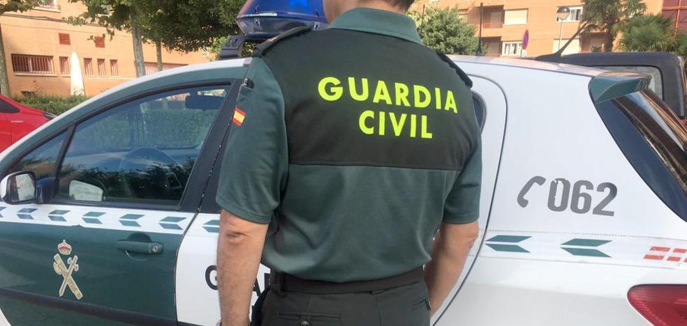 La Guardia Civil detiene en Trobajo a un hombre acusada dos robos