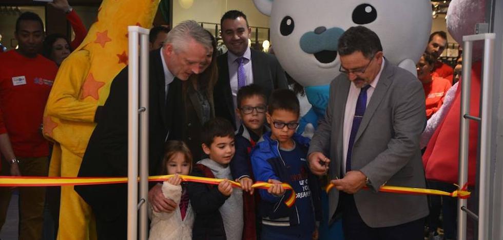 """Toys """"R"""" Us celebra la gran fiesta de apertura de su nuevo establecimiento en Ponferrada"""