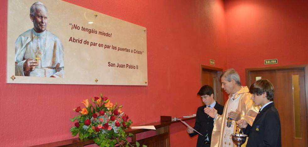 Juan Pablo II es proclamado patrono del colegio Peñacorada