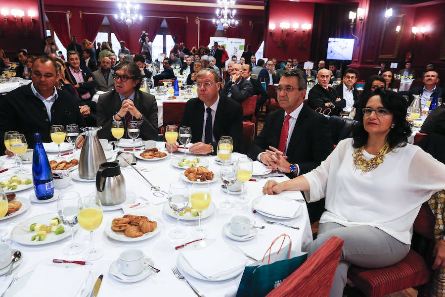 Desayuno del CEL mirando a España