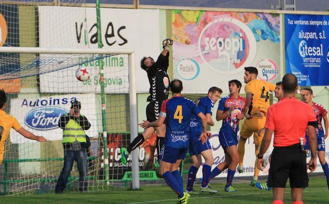 El árbitro 'birla' dos puntos a la Ponferradina