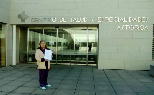 La Plataforma por la Sanidad Pública recoge y entrega una nueva tanda de reclamaciones en Astorga