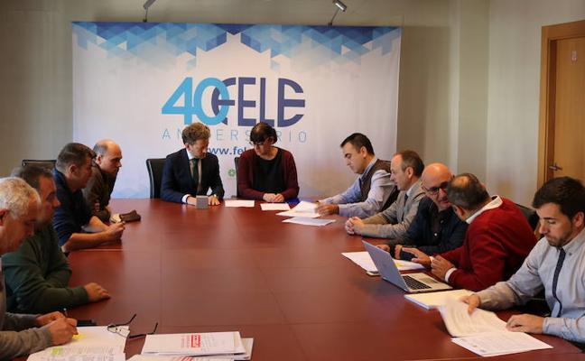 La Fele y los sindicatos firman el nuevo convenio colectivo del sector de limpieza vial de la provincia