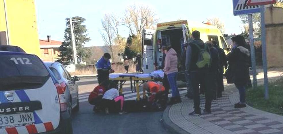 Herida una mujer de 85 años tras sufrir un atropello en la rotonda de Navatejera