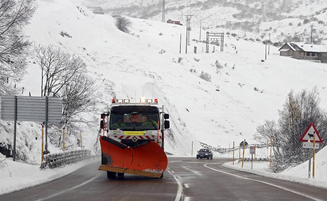 1.364 quitanieves y más de 242.200 toneladas de fundentes formarán el operativo invernal de Castilla y León