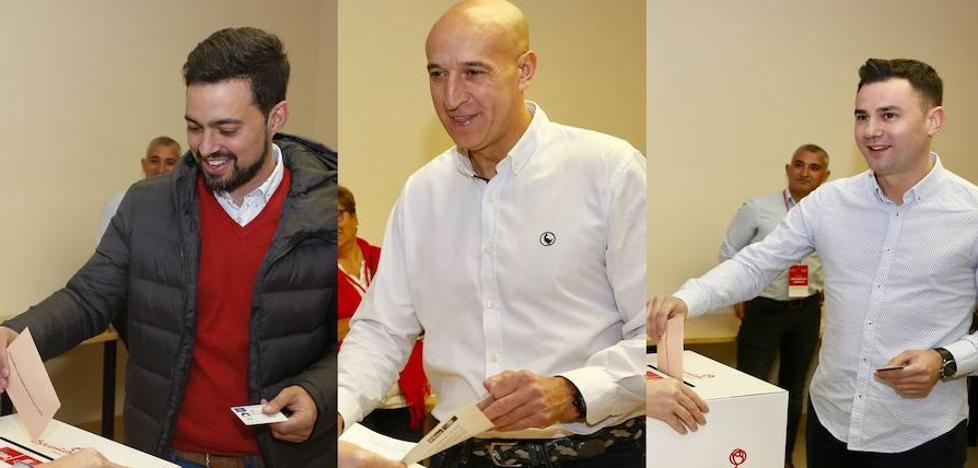 Los tres candidatos a liderar el PSOE leonés 'madrugan' para ejercer su derecho al voto