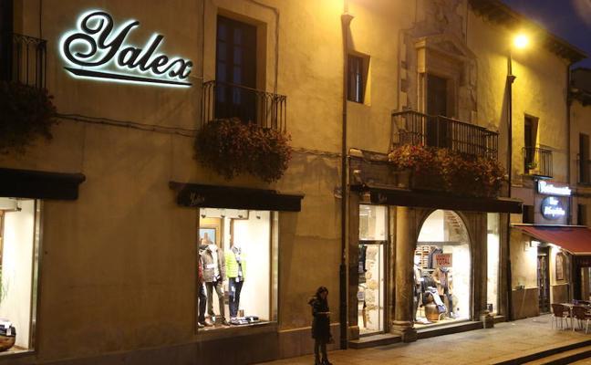 La histórica tienda Yalex deja los bajos del palacio de Hernando Villafañe, que albergará un gran restaurante