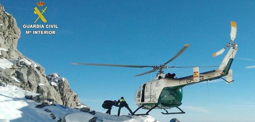 La Guardia Civil rescata a una montañera herida en Peña Ubiña