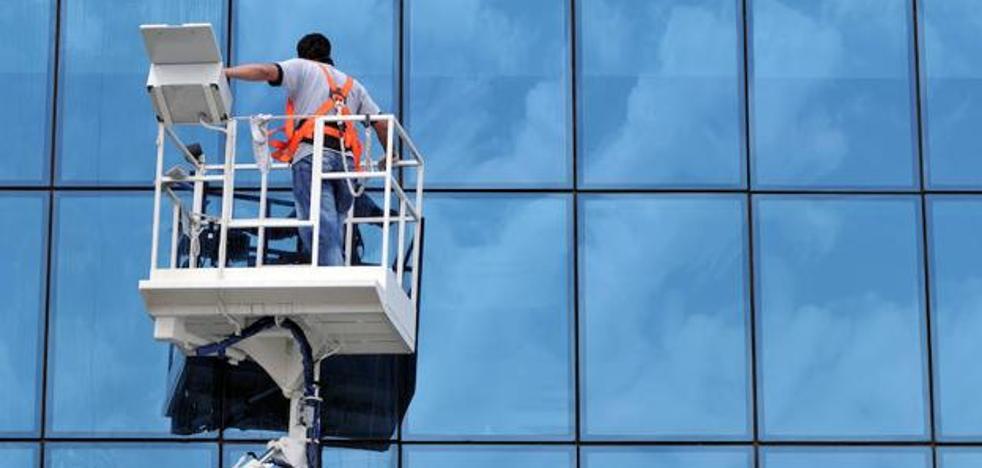 UGT y CCOO firman un convenio con la Fele para los limpiadores de edificios que afecta a 4.000 trabajadores de la provincia