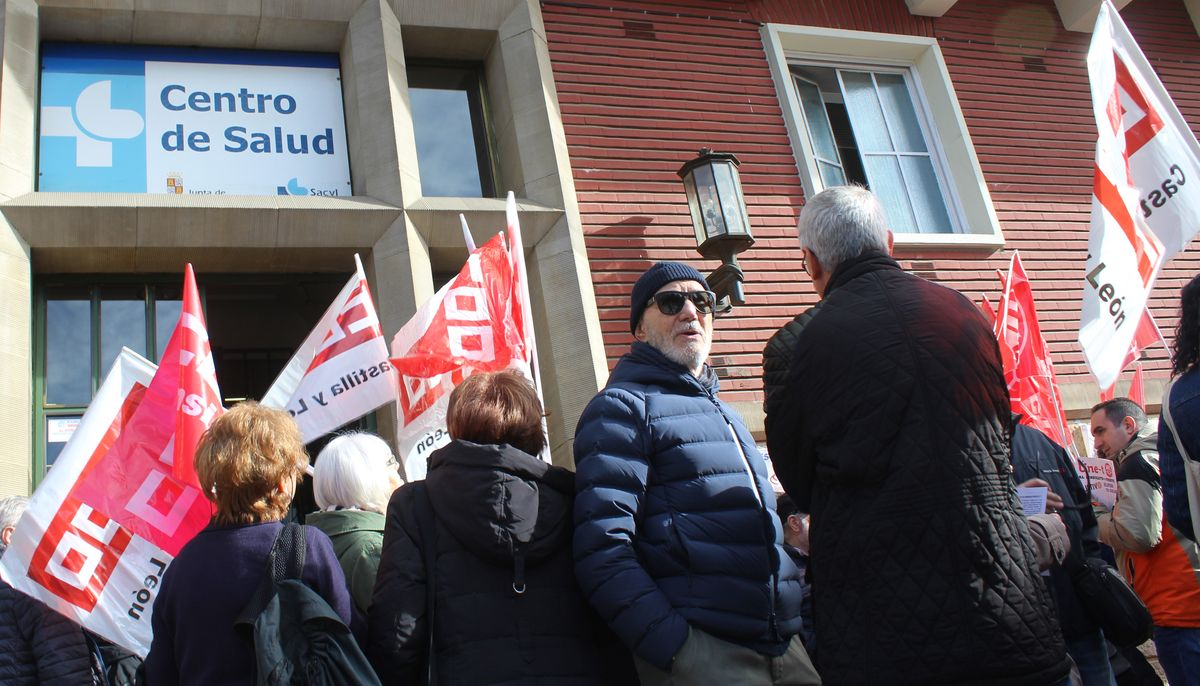 Concentración en defensa de la sanidad pública frente a Condesa