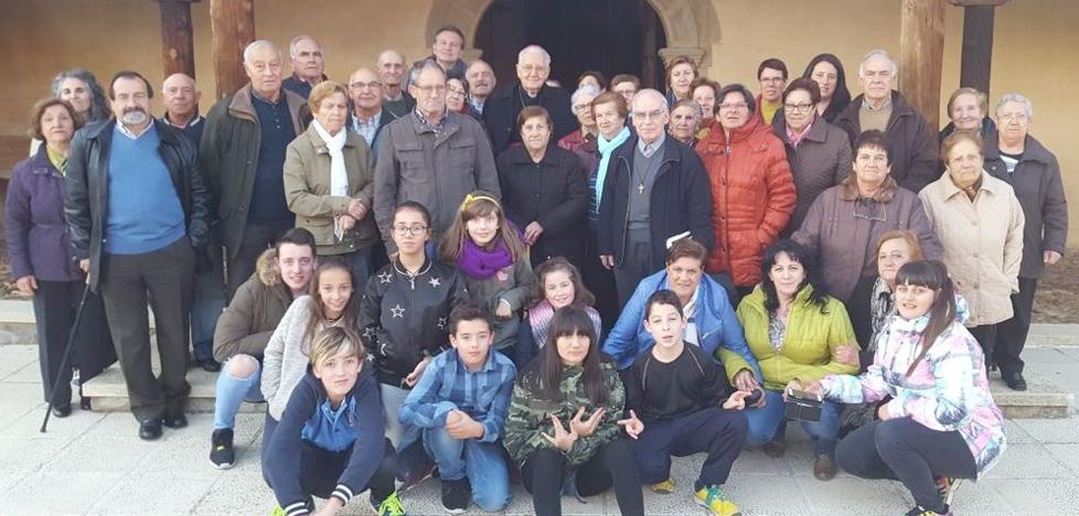 Visita pastoral del obispo de León a Palacios de Fontecha