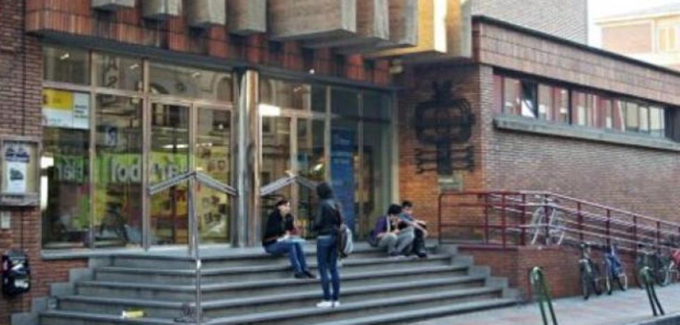 La Biblioteca Pública acerca la figura de José Zorrilla mediante la teatralización 'Zorrilla entre libros'