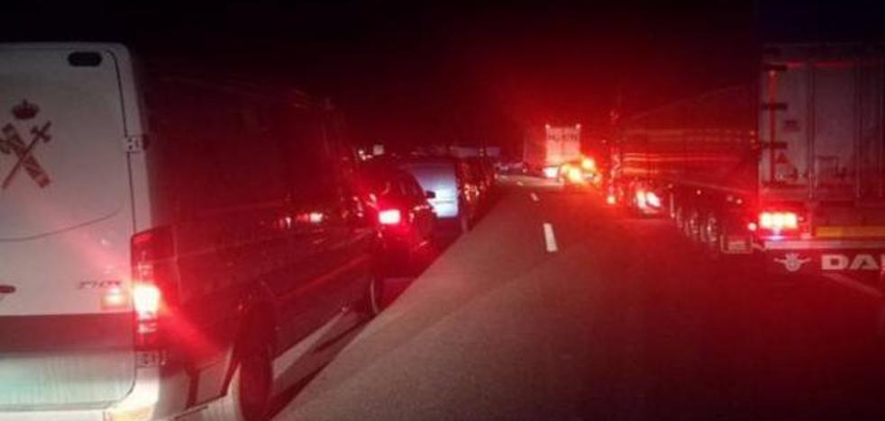 Susto en el interior del túnel del Negrón por el intenso humo de un camión averiado