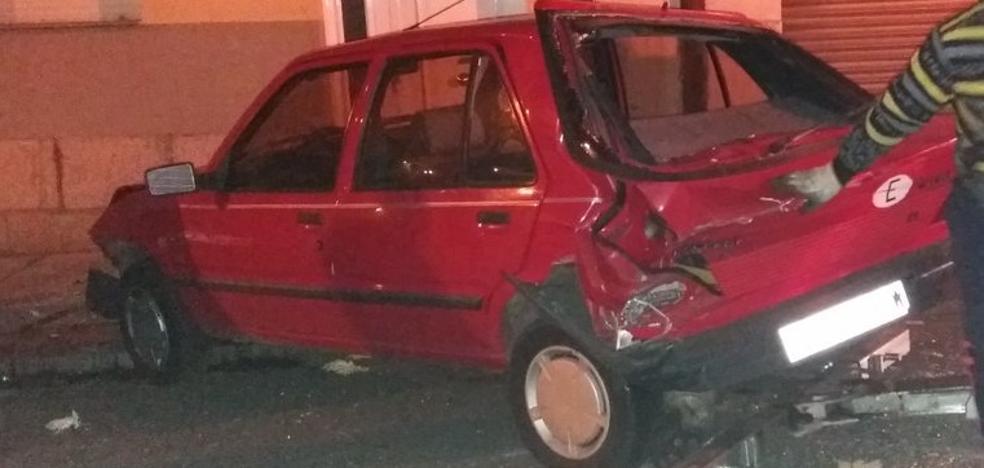 Detenido un 'conductor a la fuga' tras colisionar con dos coches aparcados y dar positivo por alcohol