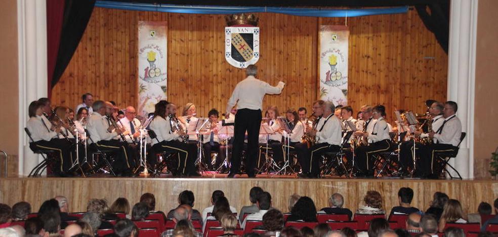 La Banda de Música de Valencia de Don Juan homenajea a Santa Cecilia con sus acordes