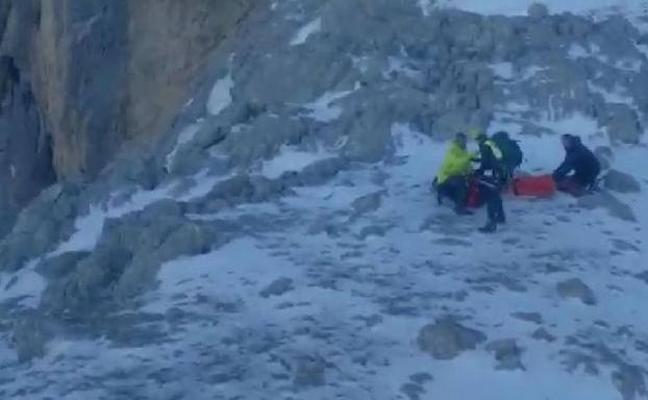 Fallece un montañero vasco de 62 años tras despeñarse en los Picos de Europa