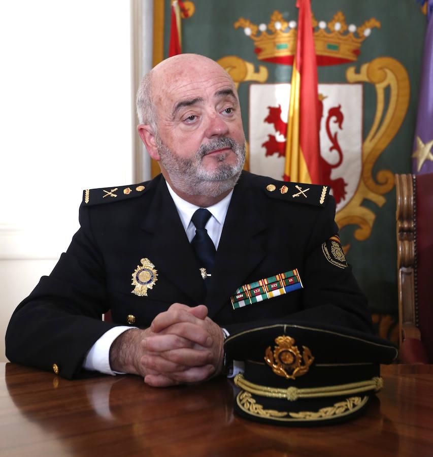Zurita toma el pulso a la Policía Nacional de León