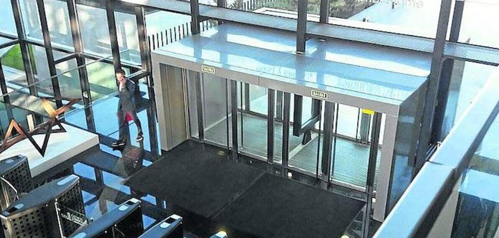 La gerente de Unifica corrobora que el interiorismo del edificio Perla Negra se adjudicó a dedo