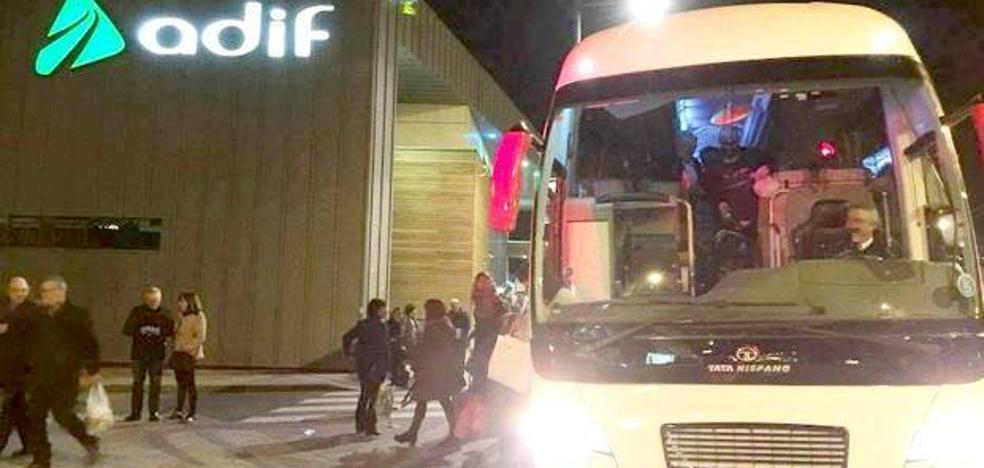 Una avería 'bloquea' Asturias y obliga a 1.000 usuarios y siete trenes a coger un bus en León